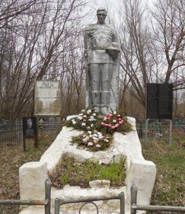 с. Горностаевка Льговского р-на. Памятник, установленный в 1963 году на братской могиле, в которой похоронено 72 советских воинов, в т.ч. 54 неизвестных.