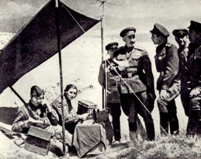 Леонид Брежнев на «Малой земле», куда он приплывал более 40 раз. 1943 г.