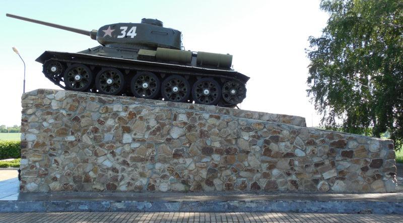 п. Поныри. Памятный знак, посвящённый героям 2-й танковой армии, сооружён на въезде в посёлок в 1983 году. На постаменте, облицованном гранитом, установлен танк «Т–34» в честь танкистов, освобождавших Поныри.