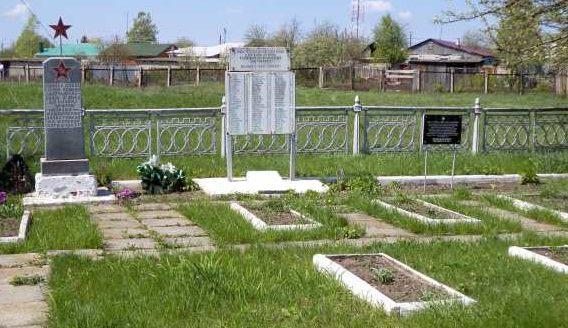 п. Поныри. Памятник, установленный на братской могиле, в которой захоронено 89 советских воинов.