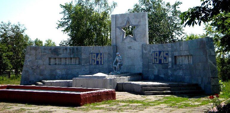 с. Бурцевка Мантуровского р-на. Мемориал, установленный в 1957 году на братской могиле, в которой похоронено 35 советских воинов.
