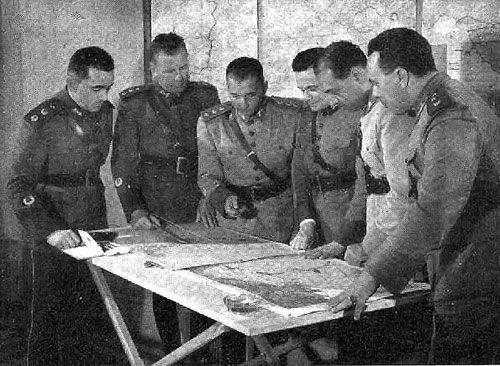 Бразильские офицеры у карты. Италия, 1945 г.