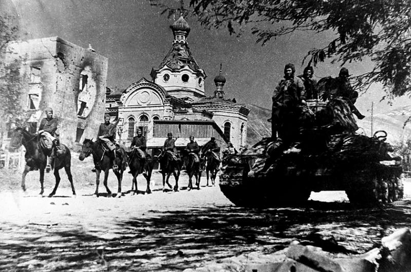 Советские солдаты в освобожденном Новороссийске. 16 сентября 1943 г.