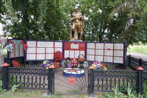 п. Останино Мантуровского р-на. Памятник в центре села, установленный в 1959 году на братской могиле, в которой похоронено 30 советских воинов.