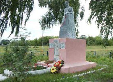 с. Пристенное Пристенского р-на. Памятник, установленный в 1952 году на братской могиле, в которой похоронено 112 советских воинов, в т.ч. 50 неизвестных.