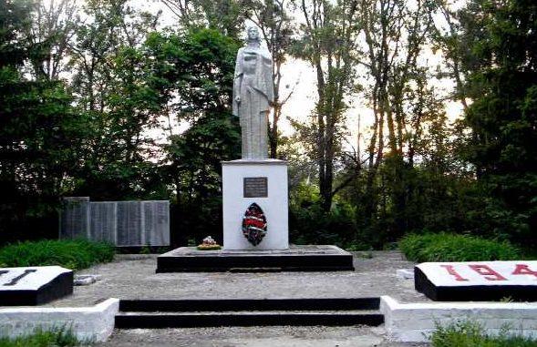 с. Стужень Мантуровского р-на. Памятник односельчанам, погибшим в годы войны.