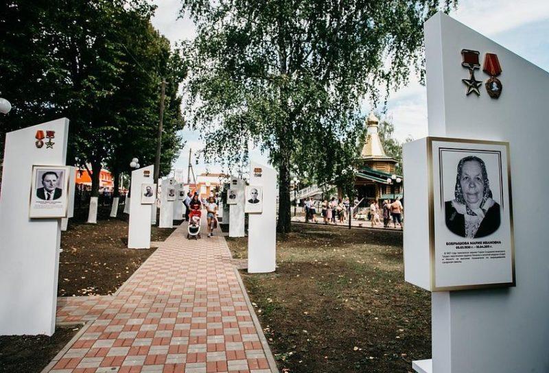 п. Пристень. На стелах новой Аллеи Славы увековечены имена героев Советского Союза и Социалистического труда, кавалеры ордена Славы, а также земляков, погибших в локальных конфликтах.