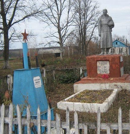 с. Ракитинка Пристенского р-на. Памятник, установленный на братской могиле, в которой похоронено 533 советских воинов, в т.ч. 452 неизвестных.