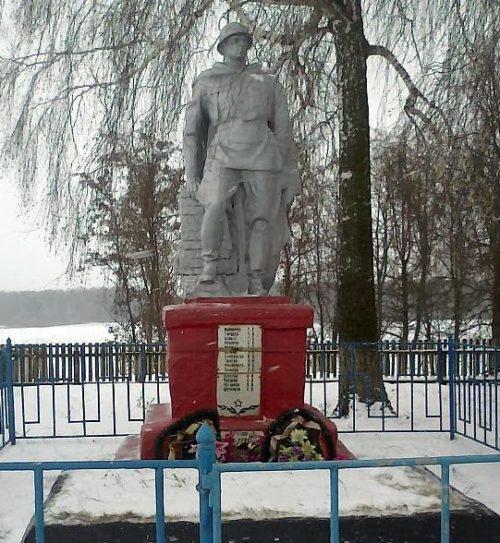 с. Локоть Рыльского р-на. Памятник у Дома культуры, установленный в 1958 году на братской могиле, в которой захоронено 13 советских воинов, в т.ч. 9 неизвестных.