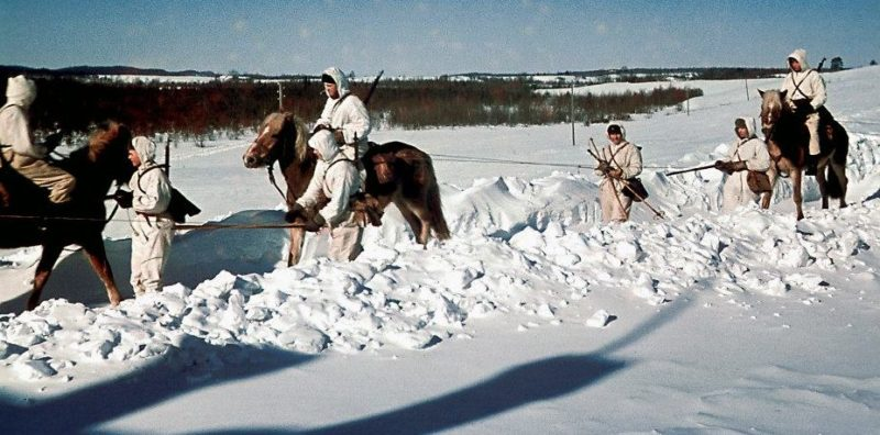 Солдаты финского кавалерийского полка Хяме у деревни Великая Нива. Март 1942 г.