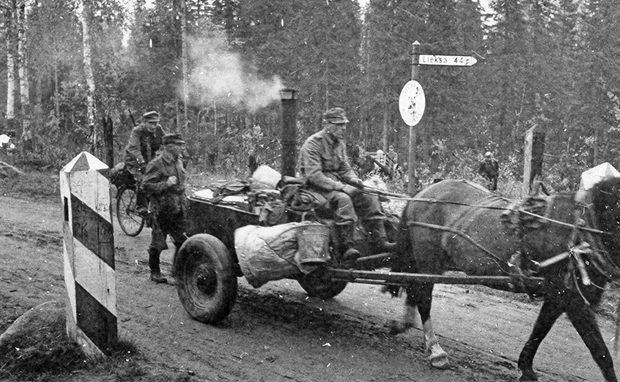 Полевая кухня на гужевой тяге. 1943 г.