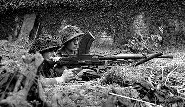 Канадцы на боевой позиции. Нормандия, Франция. 20 июня 1944 г.