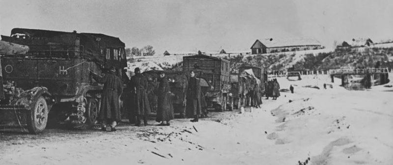 Колонна немецкой техники на подступах к Истре.