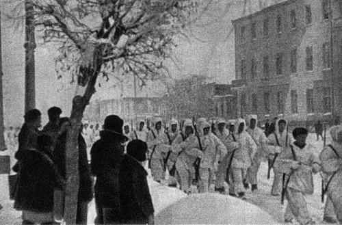 Советские войска входят в Елец.