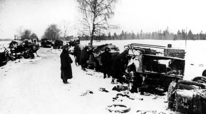 Разбитая немецкая колонна.