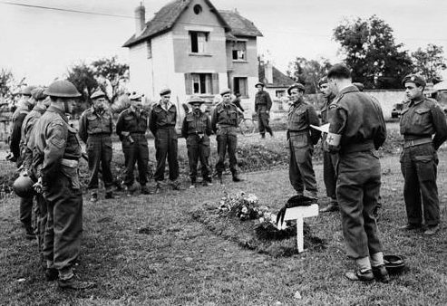 Похороны канадского сержанта. Флери-сюр-Орн, Франция, 22 июня 1944 г.