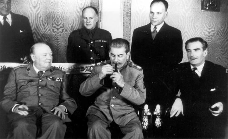 Уинстон Черчилль, В. Аверелл Харриман, Иосиф Сталин и Вячеслав Молотов на четвертой Московской конференции.