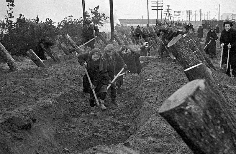 Строительство оборонительных укреплений на ближних подступах к Москве.