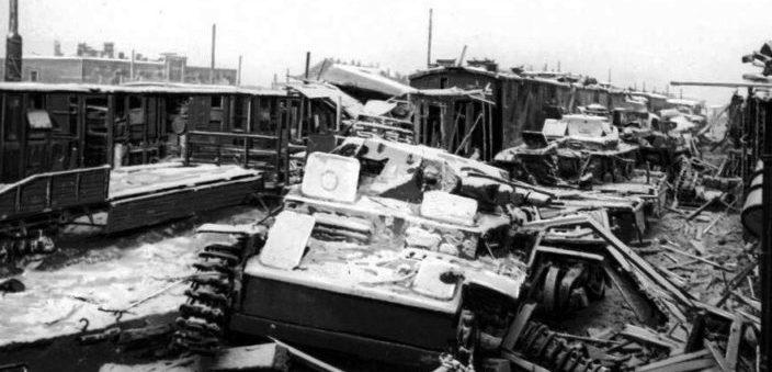 Разбитая бронетехника в период обороны Малоярославца.