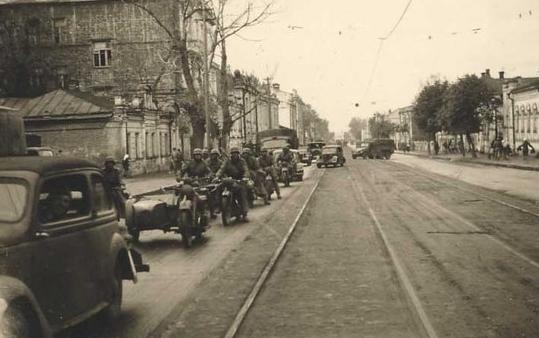 Немцы входят в город.