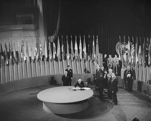 Процедура подписания Устава ООН.