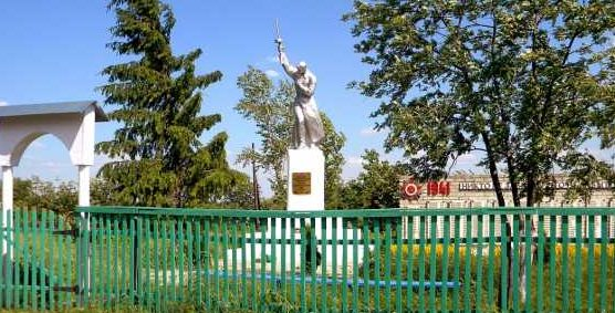 с. Крестище Советского р-на. Памятник воинам-односельчанам, погибшим в годы войны.
