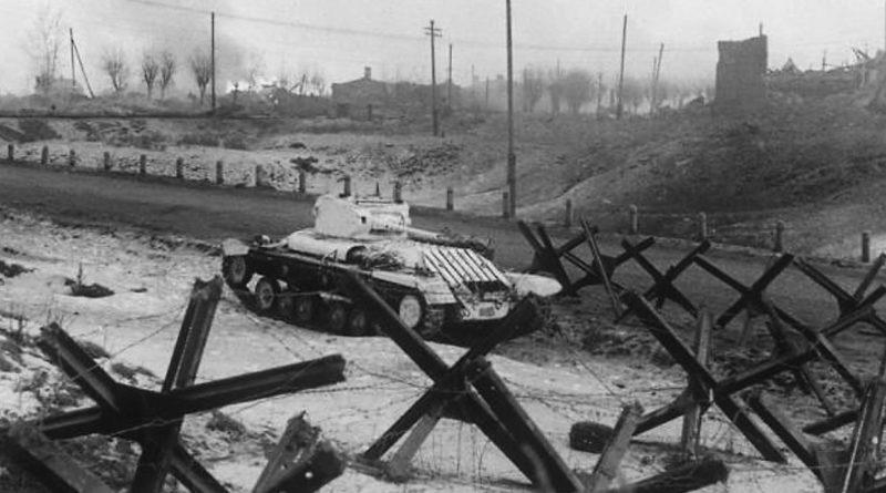 Танк на боевой позиции в Истре.