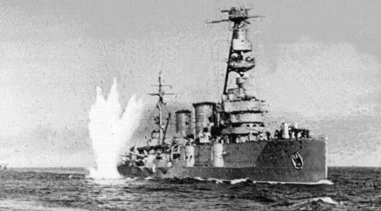 Крейсер «Красный Крым» под обстрелом.
