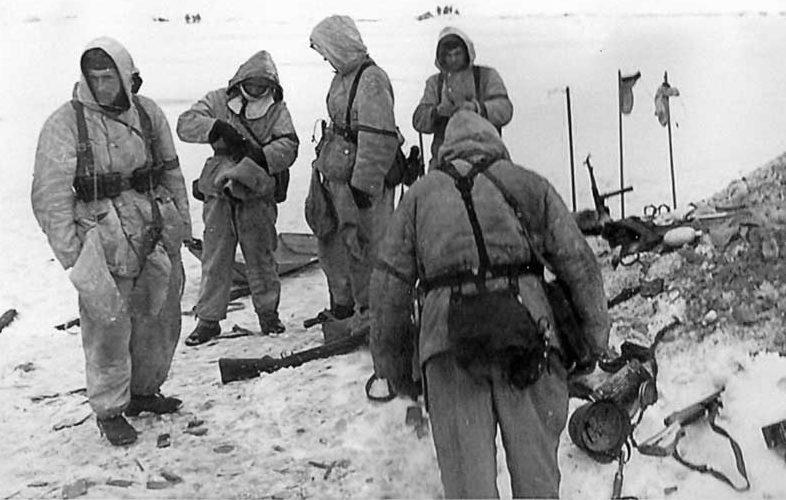 Советские десантники во время проведения операции.