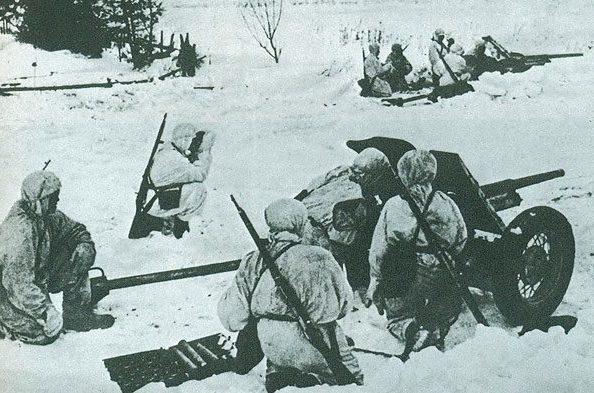 Советский противотанковый заслон.