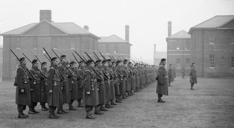 Солдаты 1-го канадского батальона на параде в Олдершоте. Декабрь 1939 г.
