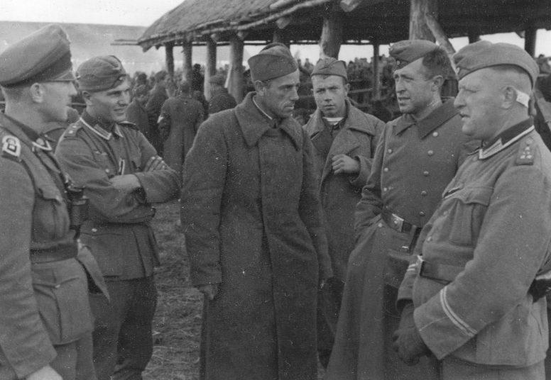 Лагерь советских военнопленных в районе Демянска. 1941 г.