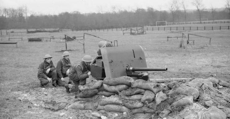 Артиллеристы 1-го противотанкового полка на учениях. Олдершот, декабрь 1939 г.