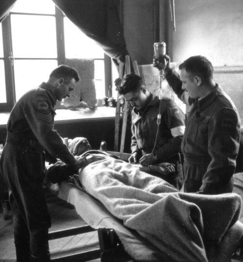 Переливание плазмы крови в нормандском городке Бали. 27 июня 1944 г.