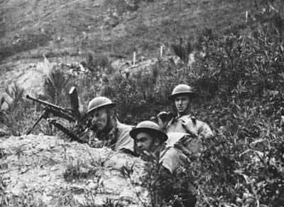 Канадская пехота в обороне.
