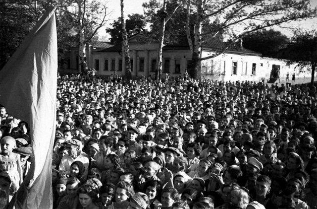 Митинг в Таганроге в связи с освобождением города. 2 сентября 1943 г.
