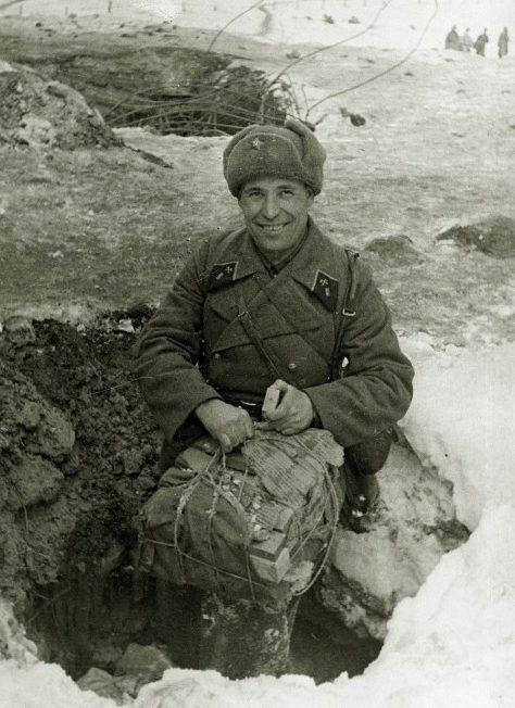 Капитан Иван Коровин готовит к подрыву захваченный дот Sj-5, февраль 1940 г.