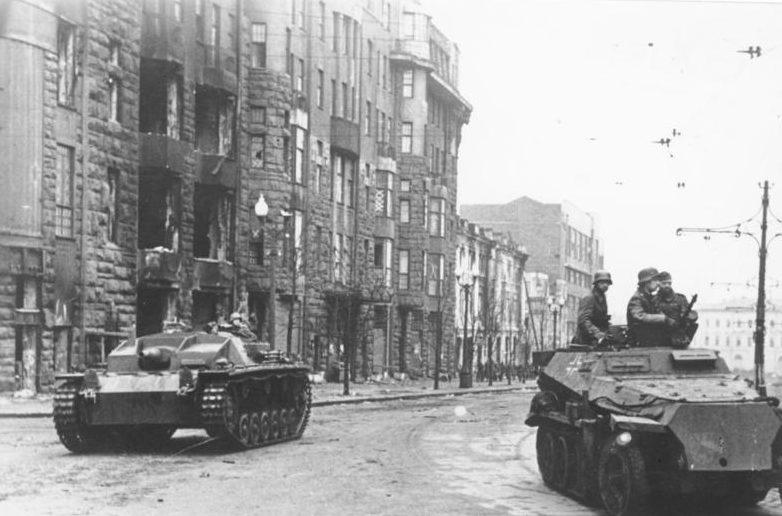 Немецкие танки в Харькове.