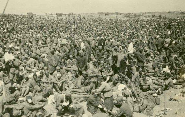 Сборный пункт советских военнопленных под Севастополем.