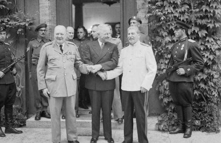 У. Черчилль, Г. Трумэн, И. В. Сталин. Потсдам, 23 июля 1945 года.