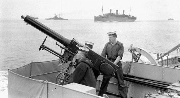 Зенитное орудие на борту эсминца «Kempenfelt», сопровождающего конвой войск по пути из Галифакса в Великобританию. 10 июля 1940 года.
