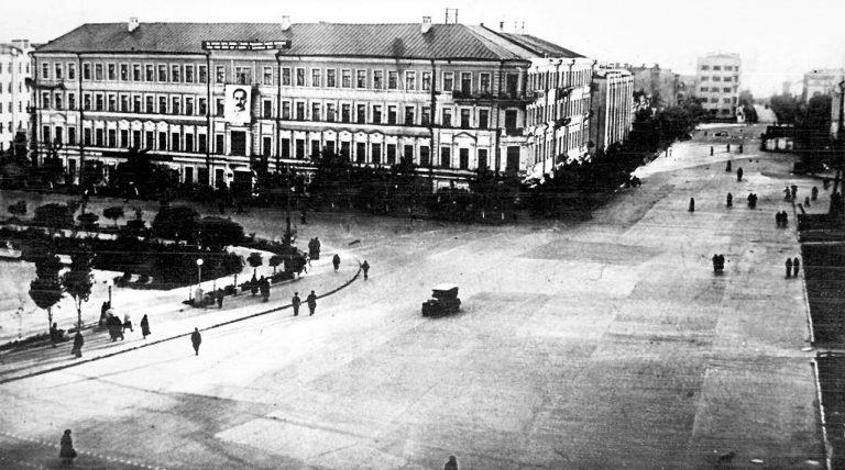 Площадь Павших борцов в Сталинграде до начала налетов на город. 1941 г.