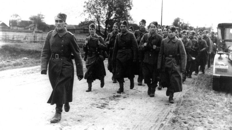 Солдаты 250-й «голубой» дивизии Вермахта в окрестностях Орши. 1941 г.