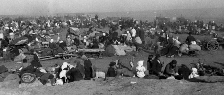 Беженцы у Сталинграда. Июль 1942 г.