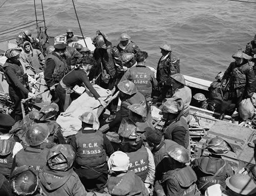 Эвакуация раненных. Франция, июнь 1944 г.
