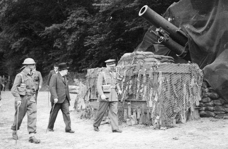 Канадские артиллеристы в Северной Африке. Август 1940 г.