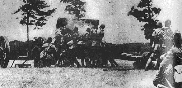 Японские войска обстреливают Ваньпин. 1937 г.
