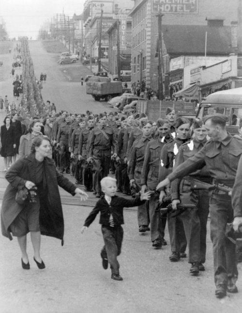 Прощание канадского солдата со своей семьей. Нью-Уэстминстер, 1 октября 1940 г.