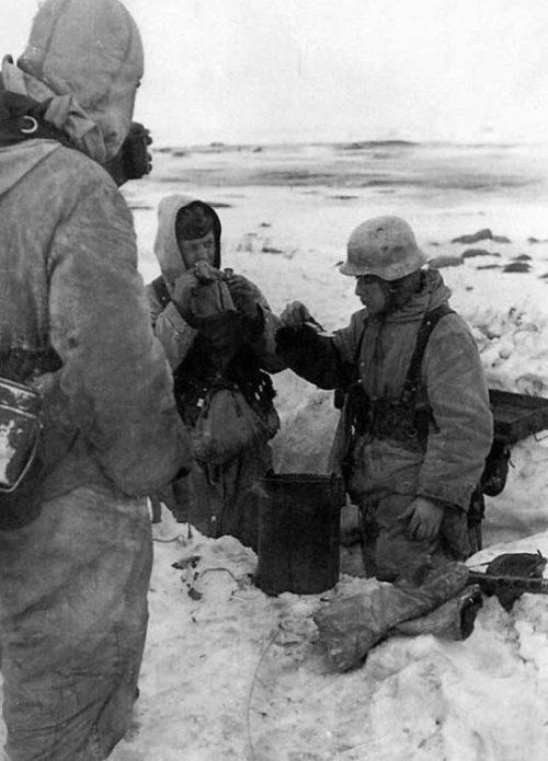 Обед немцев на позиции. Январь 1942 г.