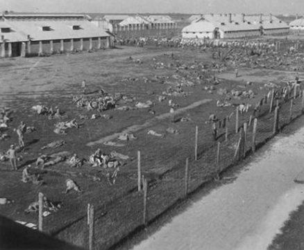 Концлагерь «Шталаг 355», в котором погибло свыше 60 тысяч советских военнопленных. 1942 г.